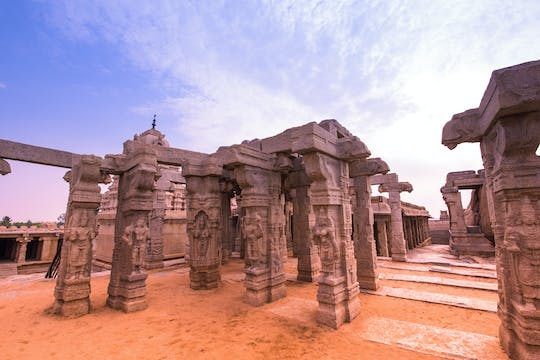 Full-day excursion to Lepakshi