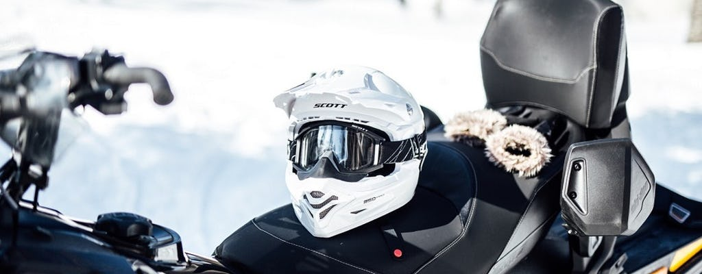 Tour in motoslitta con pesca sul ghiaccio