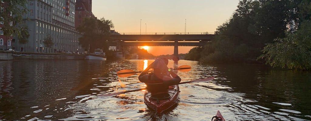 Excursion écologique en kayak au coucher du soleil dans la ville de Stockholm