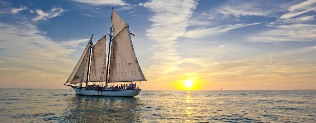 Windjammer vela classica al tramonto