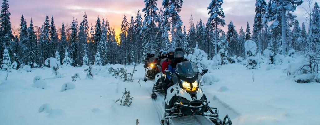 Sneeuwscooteravontuur naar rendieren en huskyboerderij