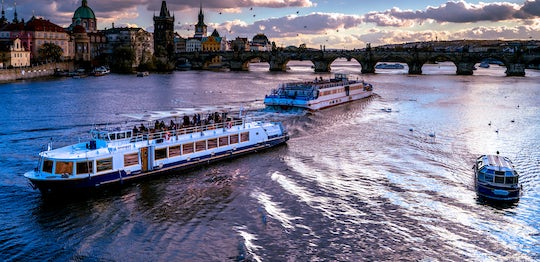 Sweet Prague luxurious 3-Hour river cruise with dinner