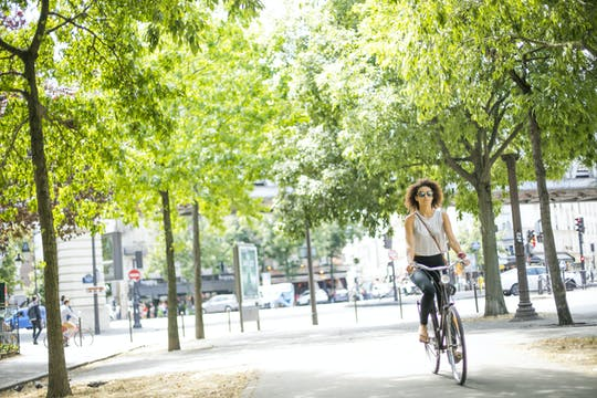 Passeio de bicicleta off-the-beaten-way de Paris