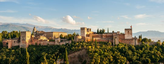 Alhambra and Generalife premium tour in small groups