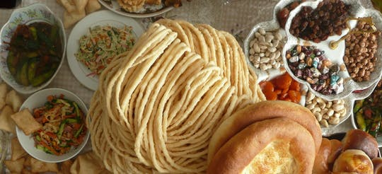 Aula de culinária Almaty de meio dia na casa de um chef local