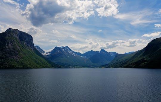 Explore la naturaleza de Noruega desde Åndalsnes o Ålesund