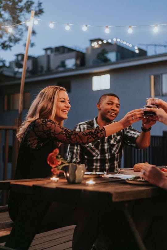Pruebe el paseo gastronómico nocturno de Atenas con un anfitrión local