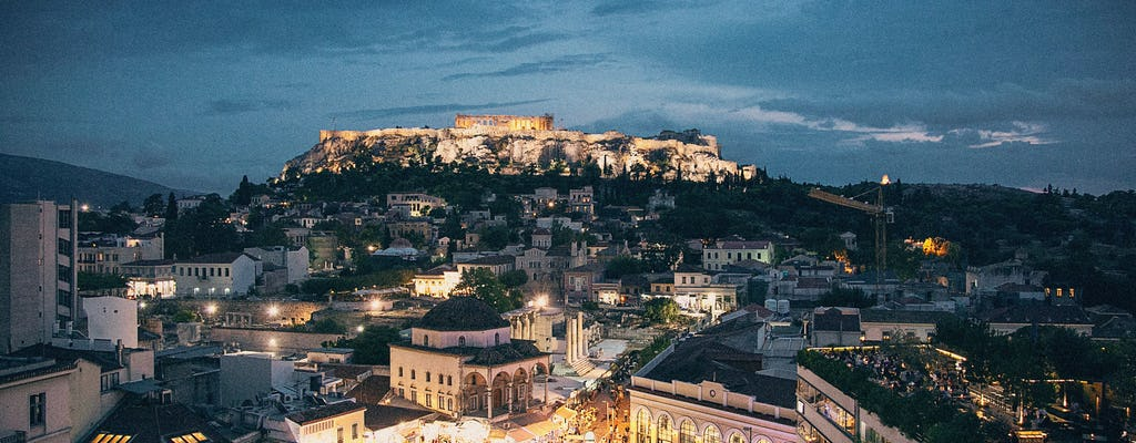 Probieren Sie Athens Abendspaziergang und Abendessen
