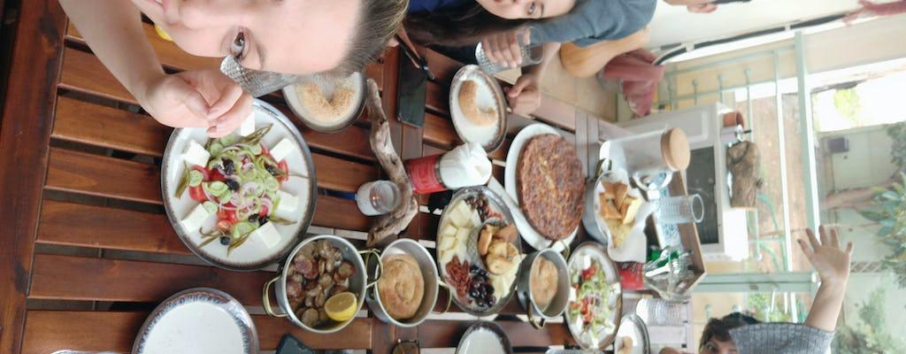 Tradycyjne greckie śniadanie w Glifadzie