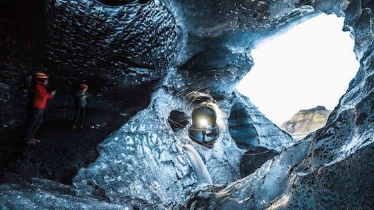 Прогулка по ледяной пещере под вулканом Катла