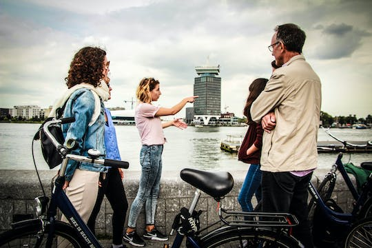 Bike tour with canal cruise in Amsterdam