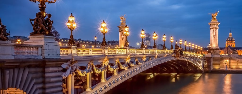 Dinner in Montmartre and illuminations tour of Paris