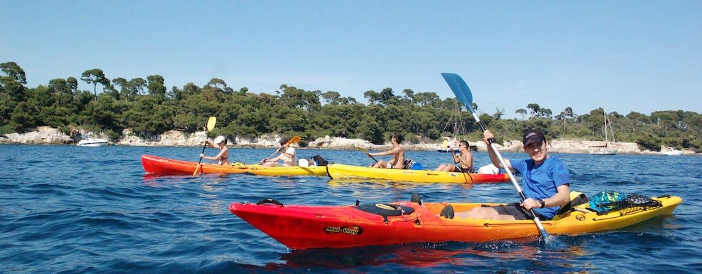 Alquiler de kayak de mar en la costa de Esterel en la Riviera francesa