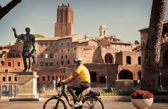 Rome city center highlights tour with e-bike