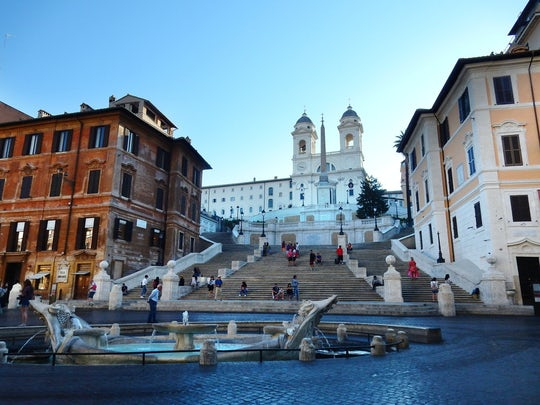 Walking tour with Tiber cruise and Trastevere food tasting