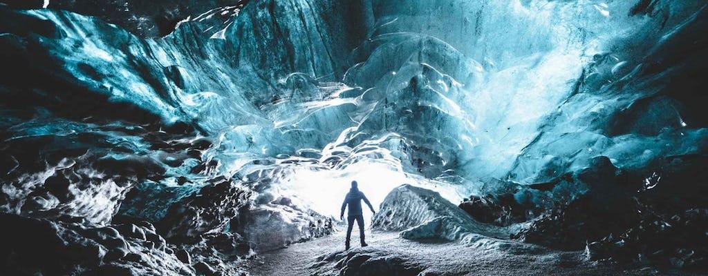 Explora una cueva de hielo azul