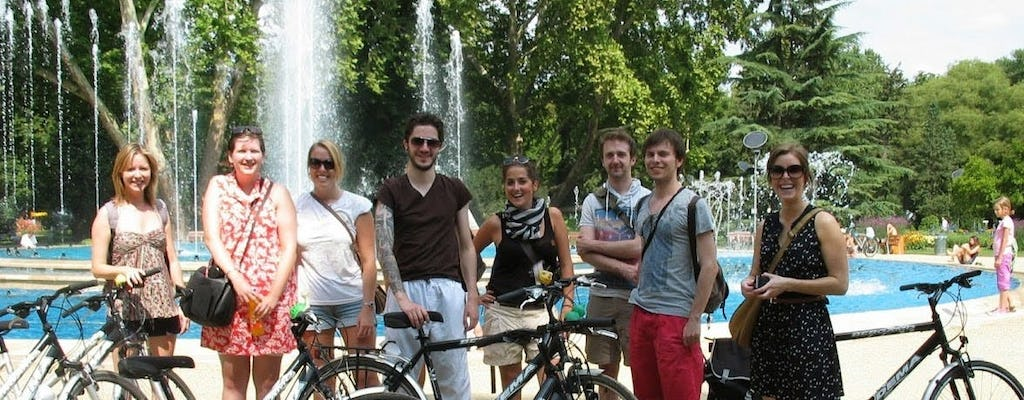 Wheels and meals bike tour in Budapest