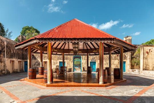 Excursão privada pela histórica Cidade de Pedra e Ilha da Prisão