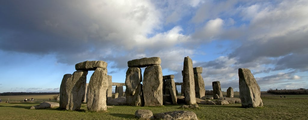 Avebury and Stonehenge day tour from London