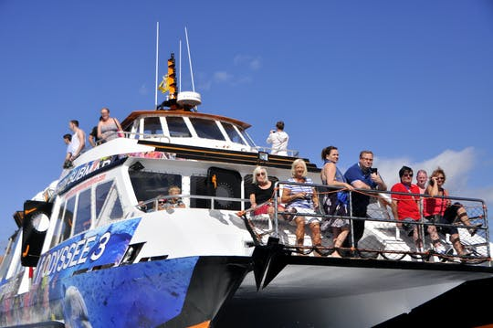 Crucero en barco con fondo de cristal en Fuerteventura