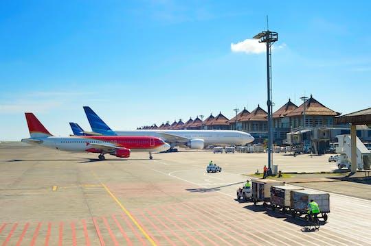 Privater Transfer vom internationalen Flughafen Jakarta Soekarno-Hatta zu Stadthotels mit Führer