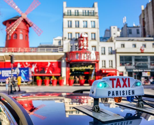 Interactive bus tour of Paris and dinner-show at the Moulin Rouge
