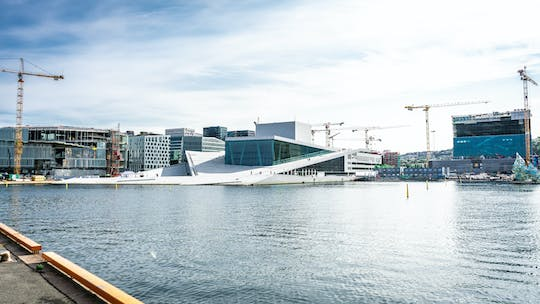 Discover the highlights of Oslo in a private walking tour