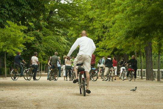 Passeio de bicicleta pela gincana no Parque Retiro de Madri