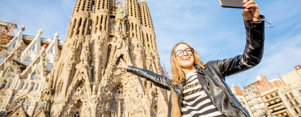 Fast-track tickets to Sagrada Familia and Gaudí private tour
