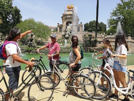 Tour privato in bici dei punti salienti di Barcellona e dell'arte di Gaudì