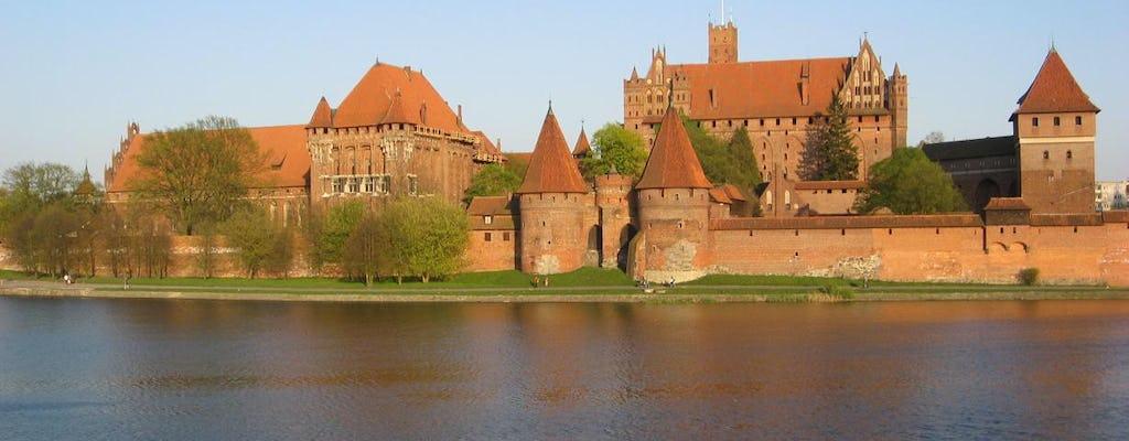 Traslado privado entre Varsovia y Gdansk con visitas al castillo de Malbork