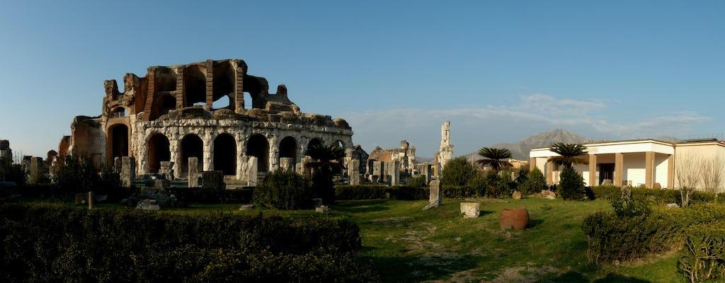 Anfiteatro e museu de Cápua com um arqueólogo