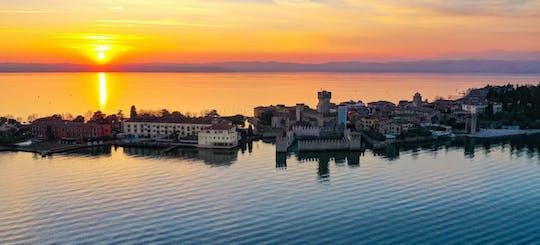 Tour in barca di mezza giornata dei castelli del lago di Garda e degustazione di vini con stuzzichini a Bardolino