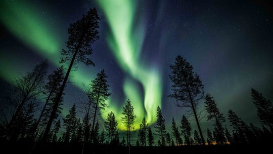 Descubra a aurora boreal em um passeio fotográfico