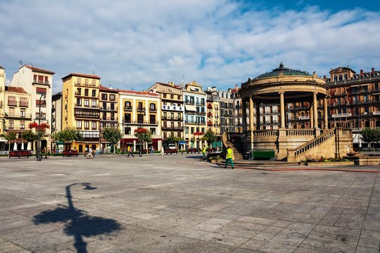 Pamplona walking tour in a small group