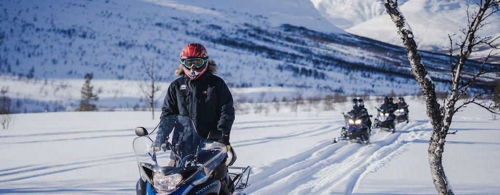 Motos de nieve en el desierto, cúpulas de hielo y visita de renos