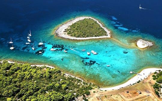 Tour in motoscafo dell'isola di Blue Cave e Vis da Hvar