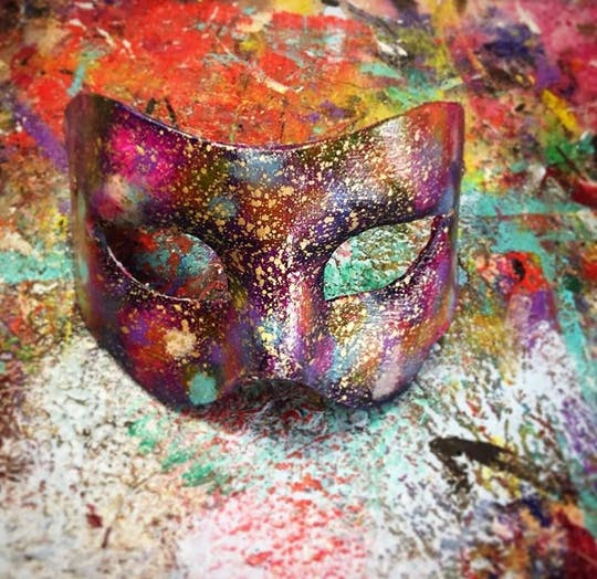 Creation and decoration course of Venetian masks in papier-mâché