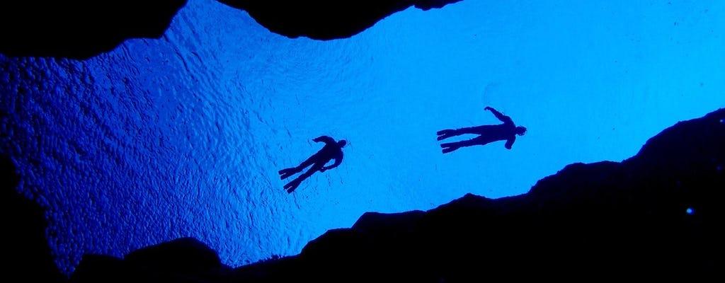 Fai snorkeling a Silfra