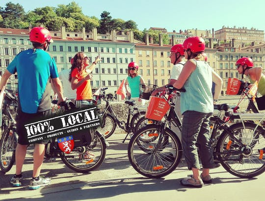 Tour in bici elettrica di 3 ore a Lione con degustazione di prodotti alimentari - 100% locale