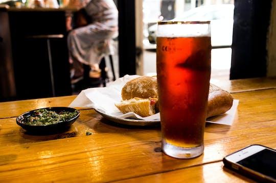 Tour di mezza giornata al bar di Tel Aviv con bevande e snack