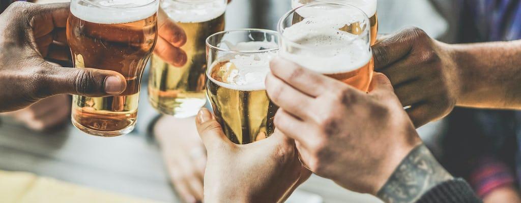 Pub de medio día en Jerusalén lleno de bebidas