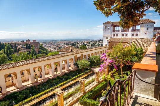 Alhambra and Generalife skip-the-line tickets and guided tour with Nasrid Palaces