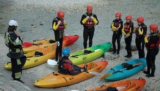 Viagem guiada de caiaque de sit-on-top no rio Soca, saindo de Bovec