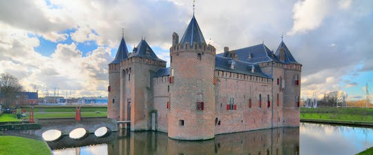 Luxury sightseeing tour of Muiderslot with private transportation from Amsterdam