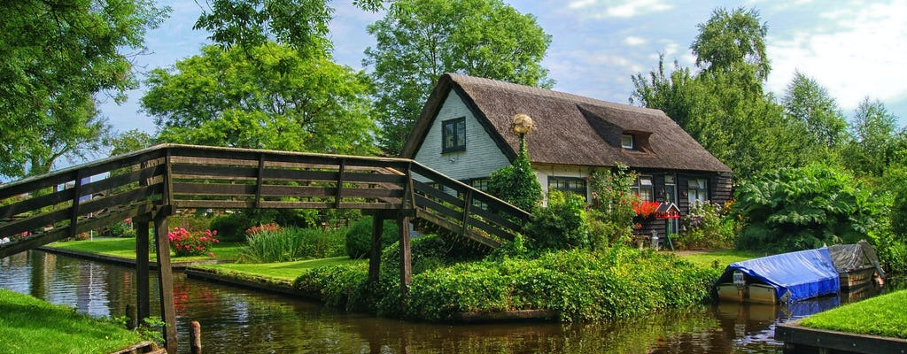 Luxury sightseeing tour of Giethoorn with private transportation from Amsterdam