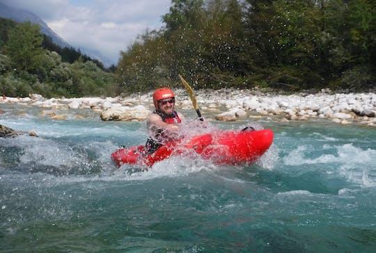 Curso de kayak de aguas bravas en el río Soca desde Bovec