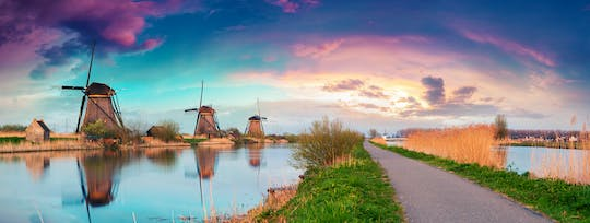 UNESCO Kinderdijk windmills and The Hague small-group day trip