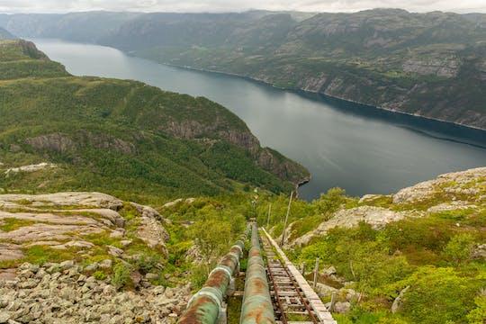 Caminhada guiada até Flørli com 4.444 degraus