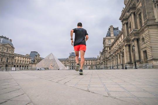 Париже, работает экскурсионное